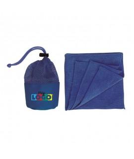 serviette micro fibre dans son filet de protection - objet promotionnel à personnaliser et à offrir en été
