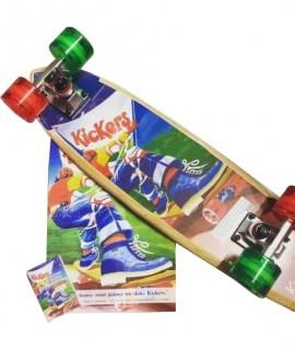 Beau skateboard en bois personnalisé à la marque Kickers pour un concours. Objet publicitaire enfant.